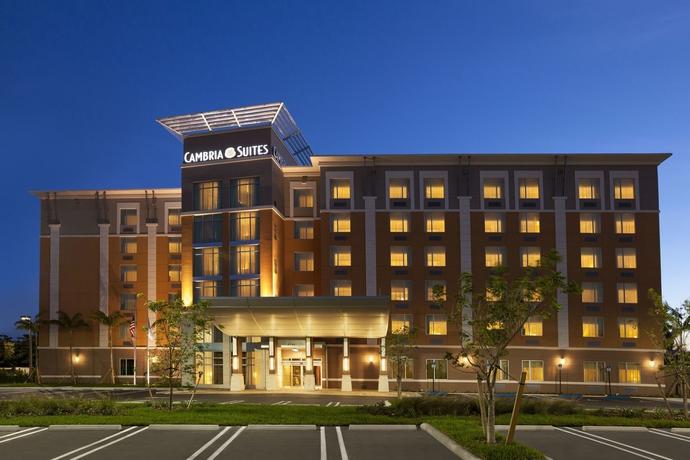 Hotel Cambria Suites Miami Airport - Blue Lagoon