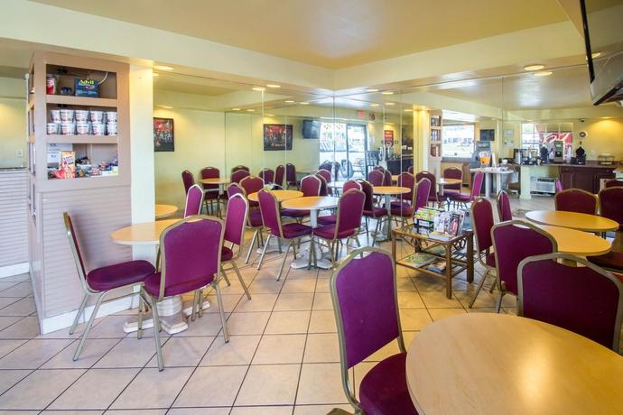 Hotel Econo Lodge Inn Maingate Central