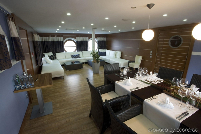 Hotel Golf Yacht Prague