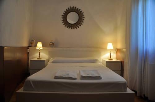 Hotel Séneca Hostel