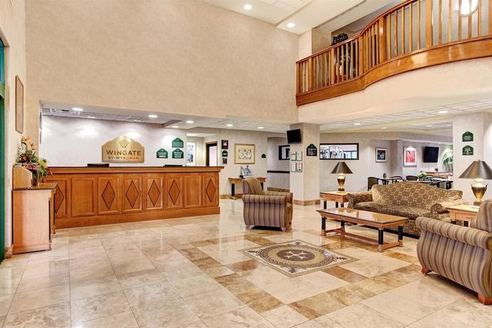 Hotel Wingate By Wyndham-Tampa USF/Busch Gardens