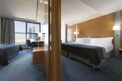 Hotel exe plaza barat simo for Habitaciones comunicadas