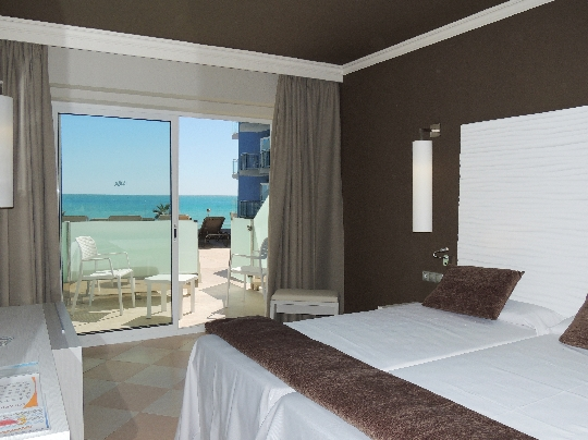 Hotel augustus barat simo for Hotel piscina habitacion