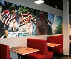 Mundaka Hostel Y Sports Cafe