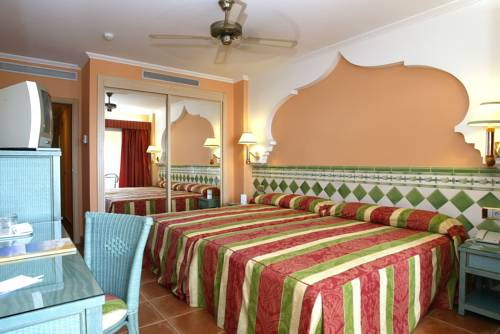 Hotel playacalida barat simo for Habitaciones comunicadas