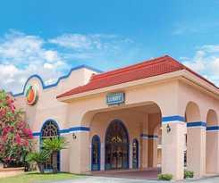 Hotel Travelodge Suites East Gate Orange