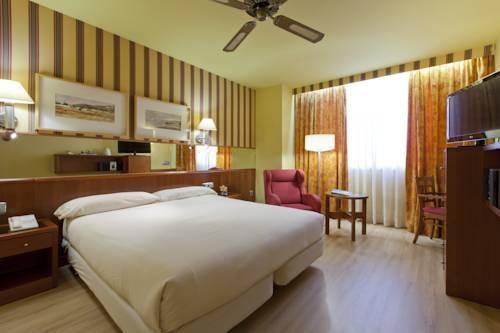 Habitación con cama extragrande (king size) del hotel Spa Senator Barcelona
