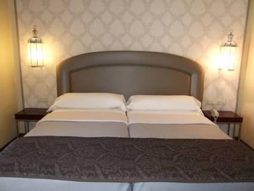 Habitación doble  del hotel Maciá Alfaros. Foto 1