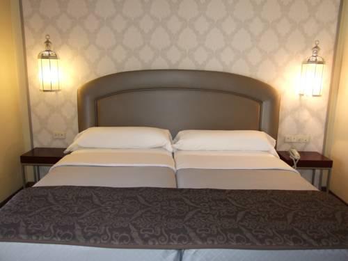 Habitación doble Terraza del hotel Maciá Alfaros. Foto 1