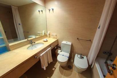 Habitación doble dos camas separadas del hotel Neptuno. Foto 2