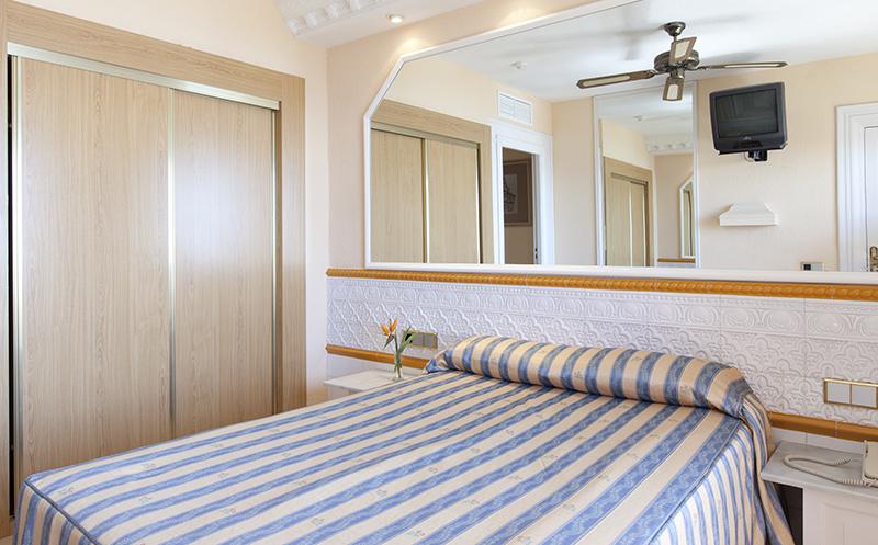 Hotel playacapricho barat simo for Renta de cuartos individuales