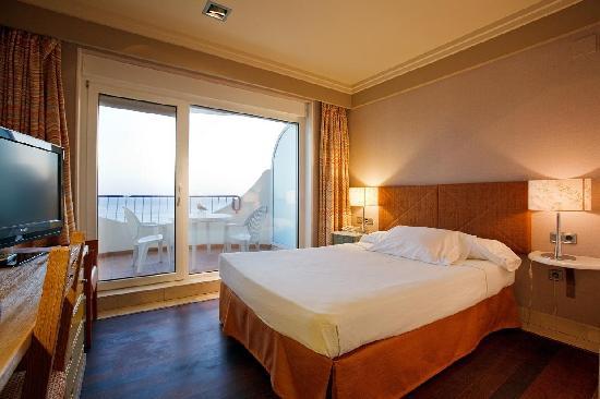 Habitación doble Vista Mar del hotel Playa Victoria. Foto 1