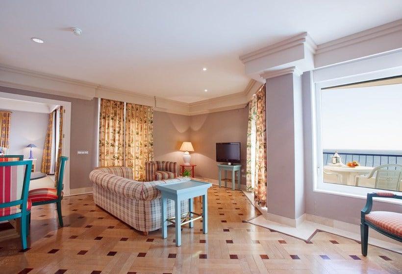 Suite  del hotel Playa Victoria. Foto 1