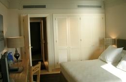 Habitación doble Vista Lateral Mar del hotel Playa Victoria. Foto 1