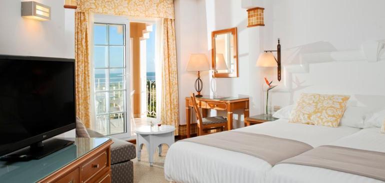 Habitación doble Vista Mar Premium dos camas separadas del hotel Meliá Atlántico Isla Canela