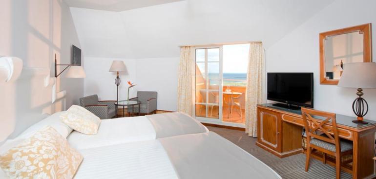 Habitación doble Vista Mar Premium dos camas separadas del hotel Meliá Atlántico Isla Canela. Foto 1