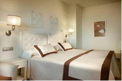 Habitación doble Vista Mar dos camas separadas del hotel Iberostar Isla Canela