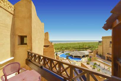 Habitación doble Vista Lateral Mar dos camas separadas del hotel Iberostar Isla Canela. Foto 2