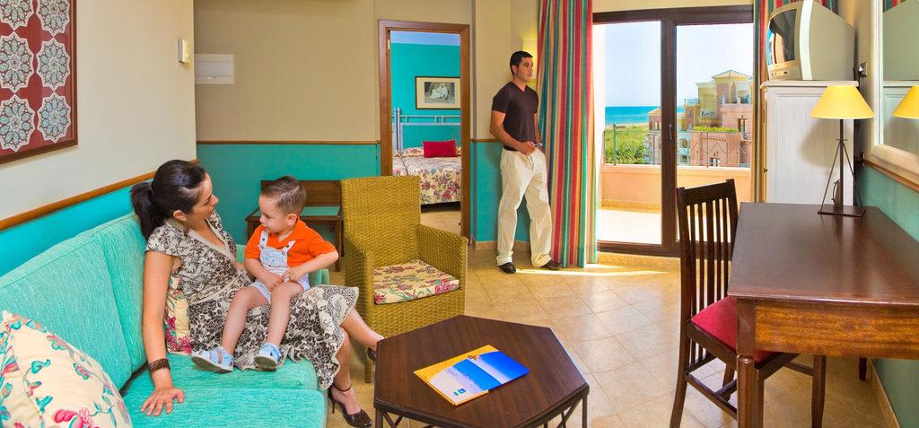 Suite con salón del hotel Playacanela