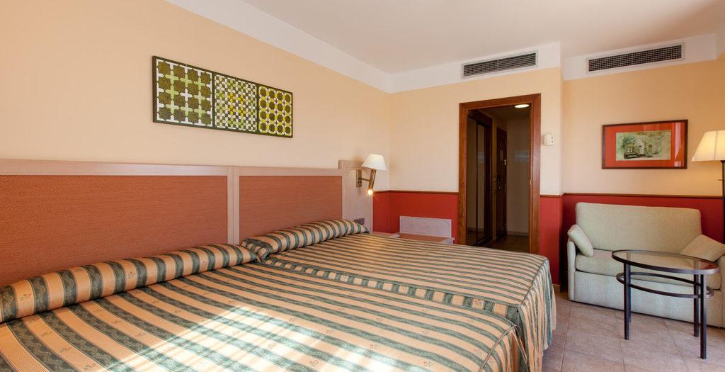 Habitación doble Contigua del hotel Playacanela