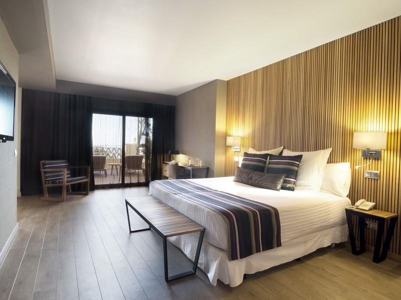 Hotel barcel punta umbr a mar barat simo for Hoteles con habitaciones comunicadas