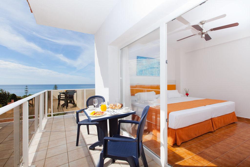 Hotel diverhotel marbella barat simo for Habitacion de hotel bajo el mar