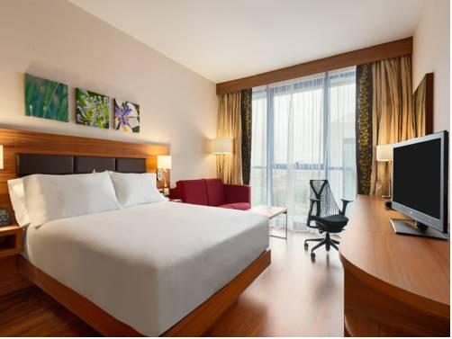 Habitación doble  del hotel Hilton Garden Inn Sevilla. Foto 2