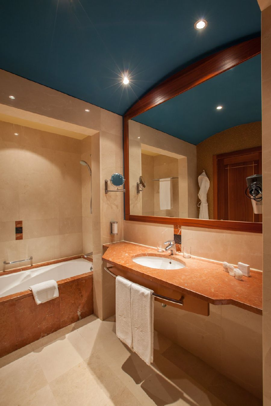 Habitación doble Lujo del hotel Lopesan Costa Meloneras Resort, Spa and Casino. Foto 1