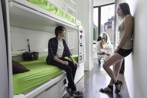 Habitación Femenina desde 6 camas hasta 10 camas del hotel Urbany Bcngo. Foto 1