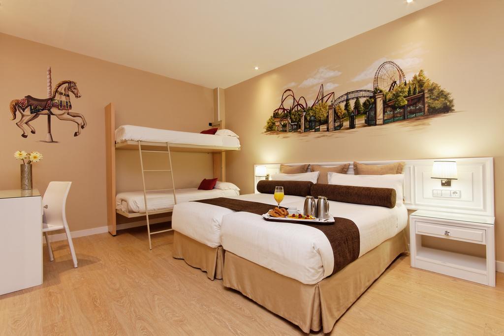 Habitación cuadruple Cama Litera Temática del hotel Mayorazgo. Foto 2