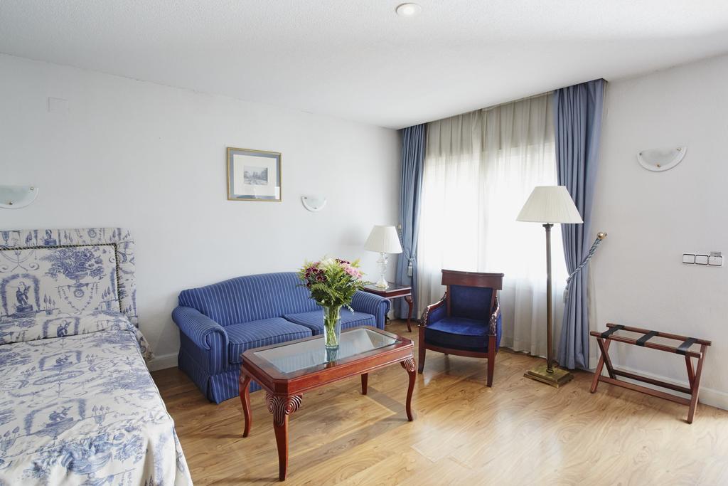 Habitación doble Lujo del hotel Osuna. Foto 1