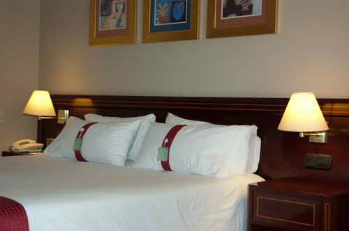 Junior suite  del hotel Holiday Inn Madrid Bernabeu. Foto 1