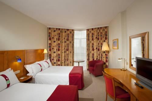 Habitación doble dos camas separadas del hotel Holiday Inn Madrid Bernabeu. Foto 1
