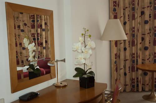 Habitación doble dos camas separadas del hotel Holiday Inn Madrid Bernabeu. Foto 2