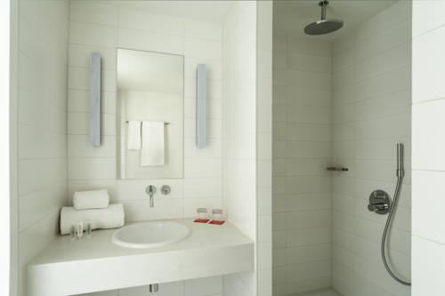 Habitación doble dos camas separadas del hotel Room Mate Aitana. Foto 1