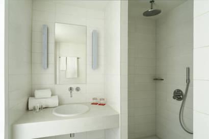 Habitación doble  del hotel Room Mate Aitana. Foto 1