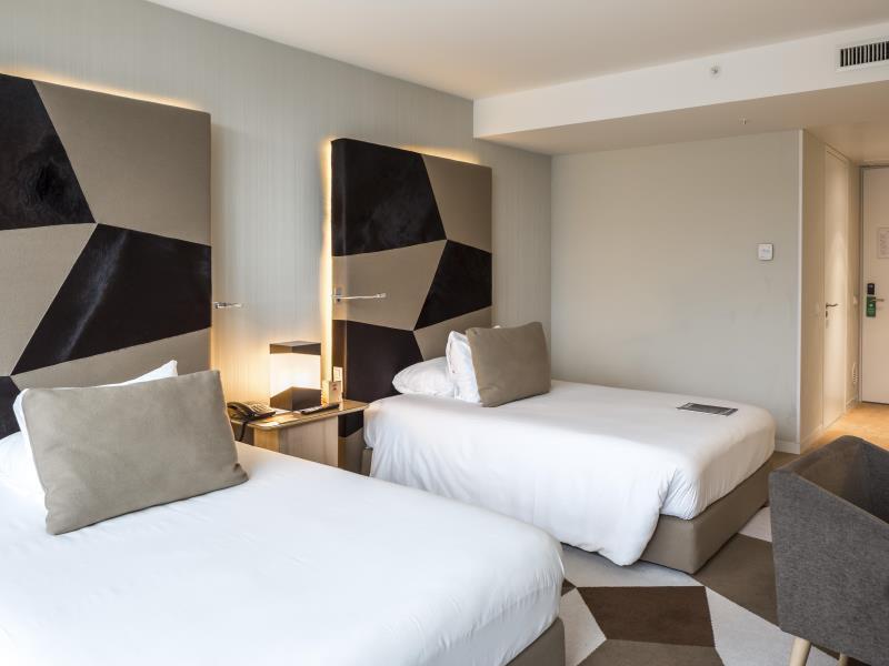 Habitación doble dos camas separadas del hotel Room Mate Aitana. Foto 2