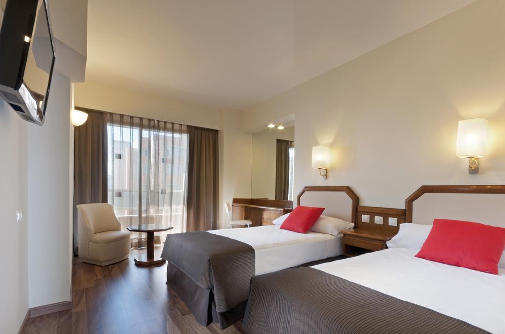 Habitación doble dos camas separadas del hotel Senator Barajas