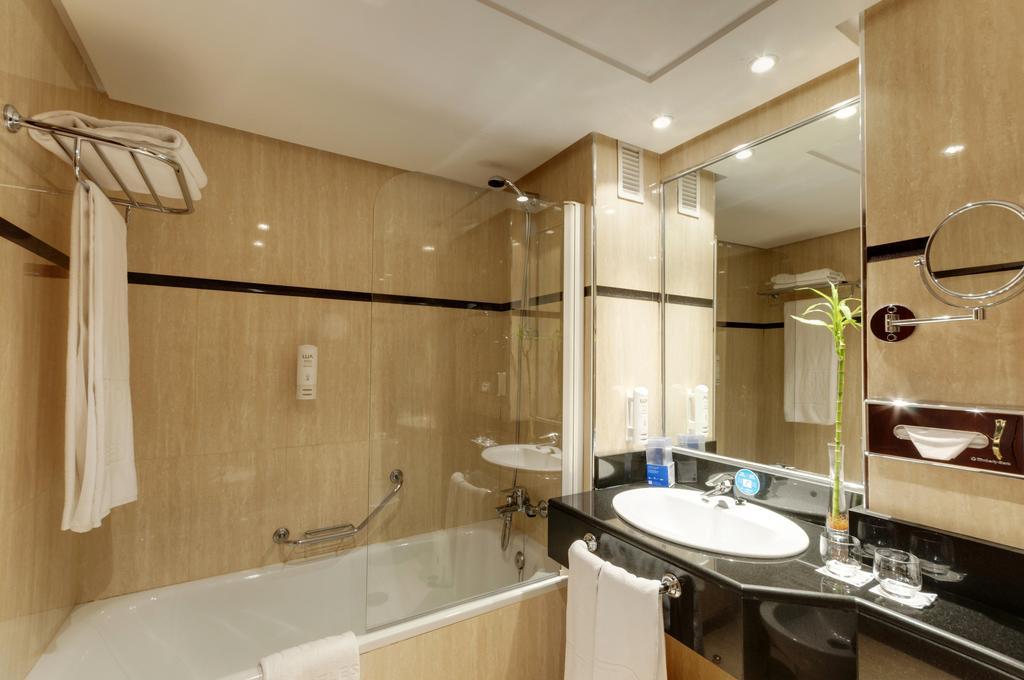 Doble cama king size del hotel Senator Barajas. Foto 2