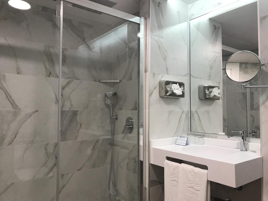 Habitación doble Ejecutiva del hotel Senator Barajas. Foto 1