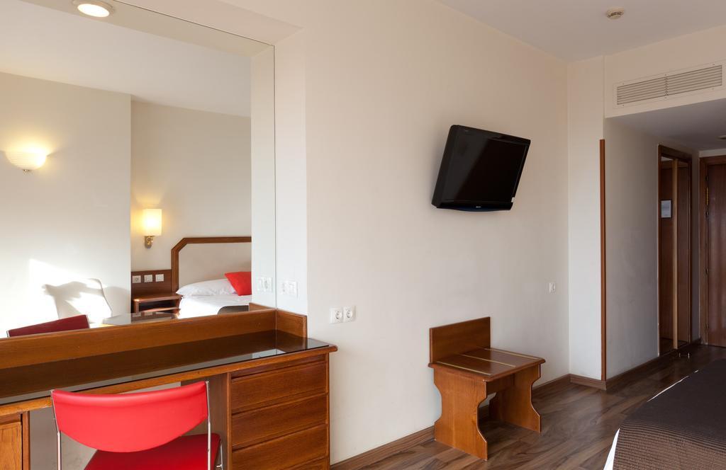 Habitación doble dos camas separadas del hotel Senator Barajas. Foto 1