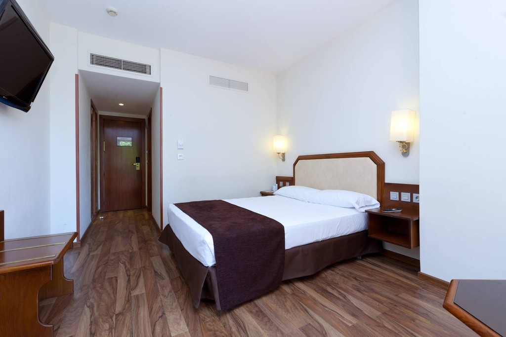 Doble Cama Matrimonio del hotel Senator Barajas. Foto 1