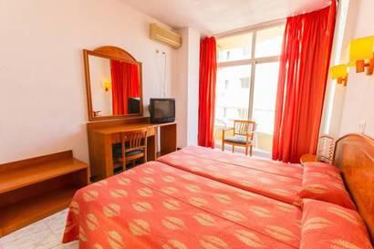 Habitación triple  del hotel Amic Horizonte
