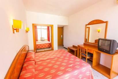 Habitación triple  del hotel Amic Horizonte. Foto 2
