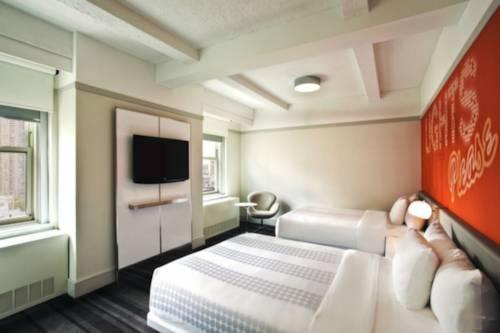 Habitación doble Lujo 2 Camas de Matrimonio Vista ciudad del hotel Row NYC. Foto 1