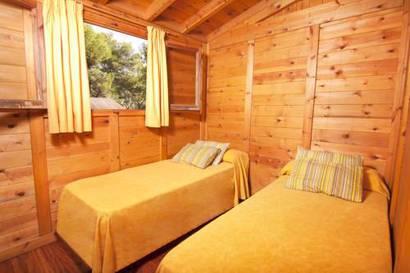 Bungalow de madera 2 dormitorios del hotel Torre de la Mora