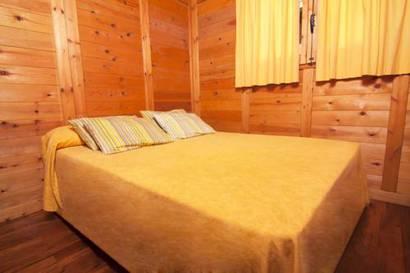 Bungalow de madera 2 dormitorios del hotel Torre de la Mora. Foto 1