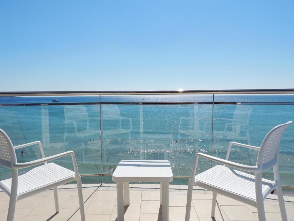 Hotel augustus en cambrils barat simo for Habitacion quintuple