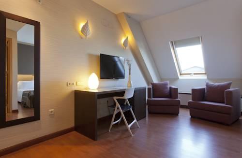 Habitación doble Lujo con bañera de hidromasaje del hotel Vertice Sevilla. Foto 2