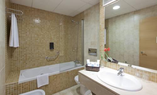 Habitación doble Lujo con bañera de hidromasaje del hotel Vertice Sevilla. Foto 3